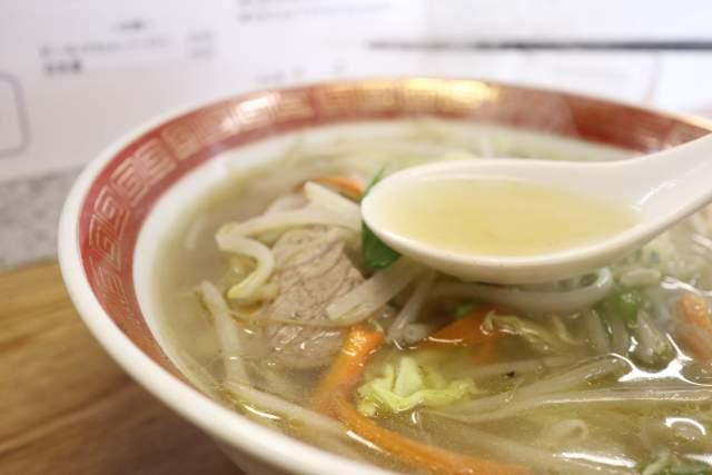 栄龍のタンメンのスープ