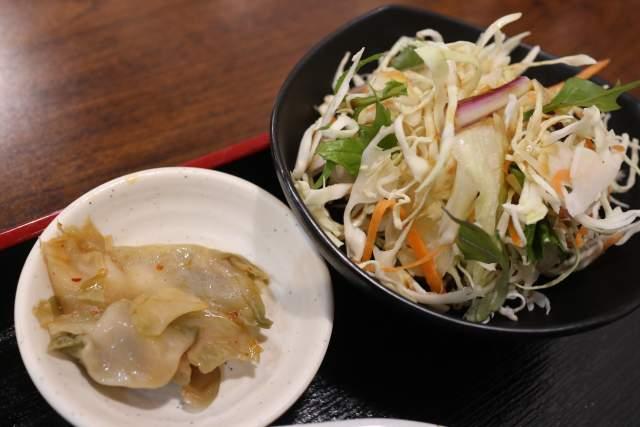 金蘭のザーサイとサラダ