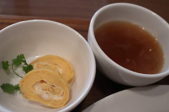 ちゃぶ台の小鉢とスープ