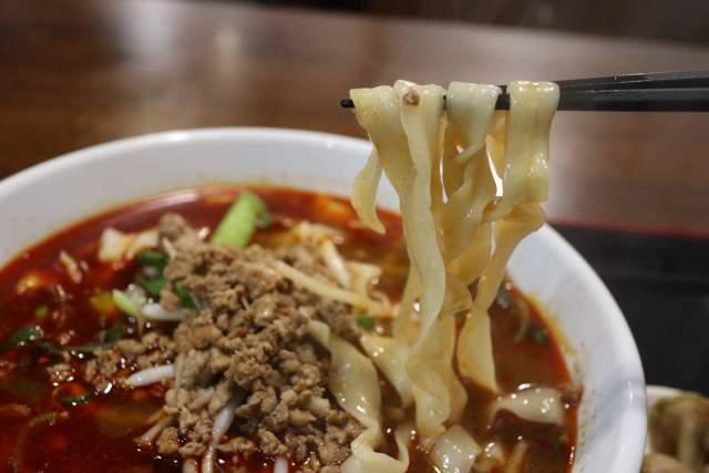 金蘭の麻辣刀削麺の麺リフト