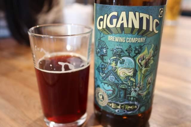 ハトスアウトサイドのGIGANTICビール