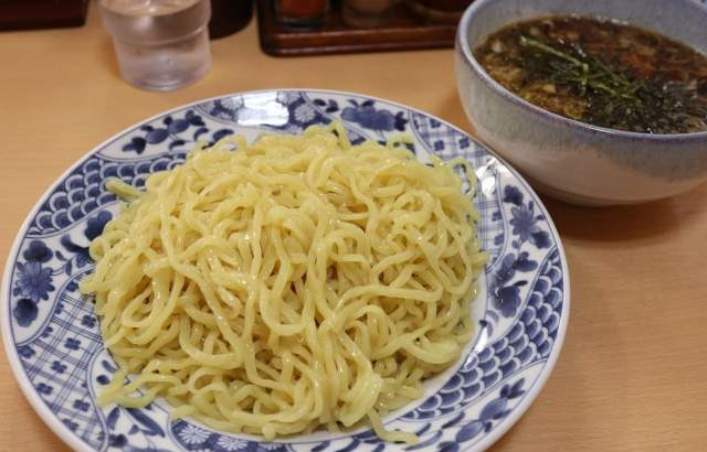盛華の醤油つけ麺は麺2玉分