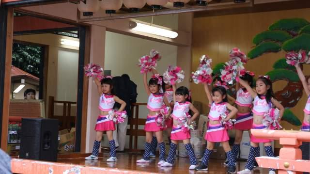 菅原神社弁天まつりのパオパオラブリーズのチアダンス