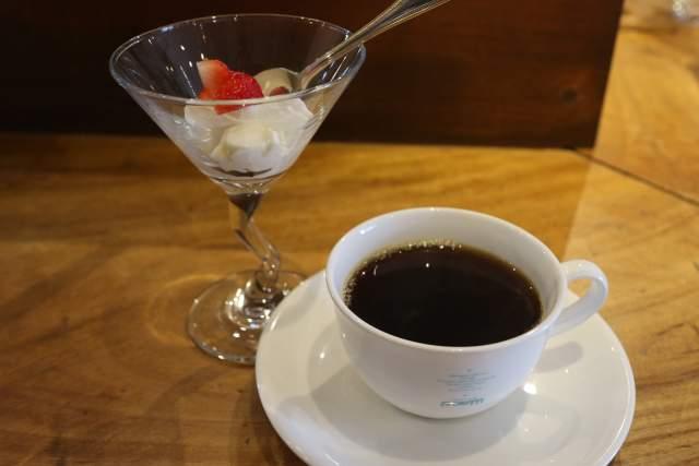 カフェドラマのコーヒーとデザート