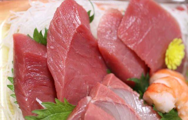 鮮魚 三友の塩釜純生本マグロ入り刺身の超豪華ウルトラ盛り合せ