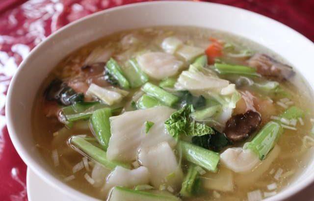 栄新郎の海鮮湯麺と醤油ラーメン