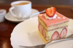 プティリュタンのボロネーゼとガレットとケーキ