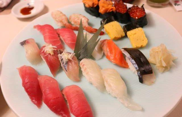 旭鮨で親子三代握り鮨を食べる