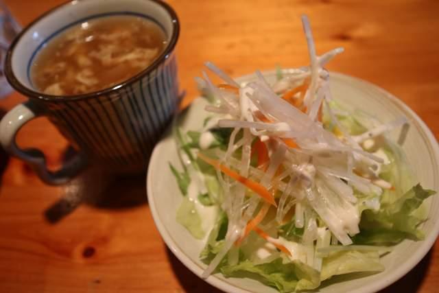 一風のランチサラダとスープ