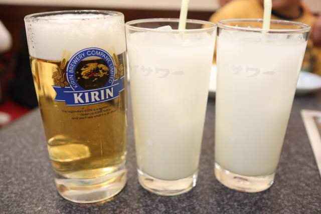 くい亭の生ビールとカルピスウォーター