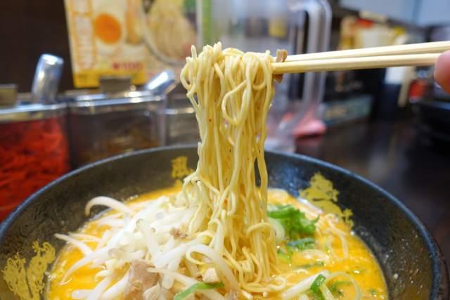 博多風龍の辛味噌とんこつラーメン 麺リフト