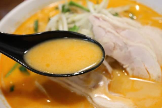 金蘭の鶏肉冷やし担々麺 スープ