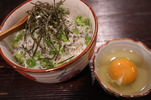 爺の釜揚げしらすの卵かけご飯