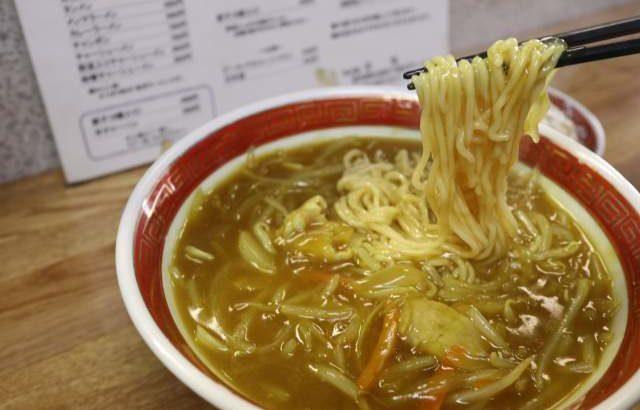 栄龍のカレーラーメンの麺