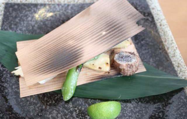 和食眞太の天然カンパチ杉板焼き