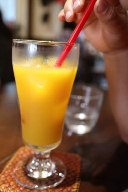 ムンランギットカフェのオレンジジュース