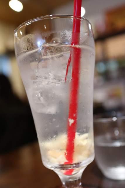 ムンランギットカフェのローステッドココナツジュース