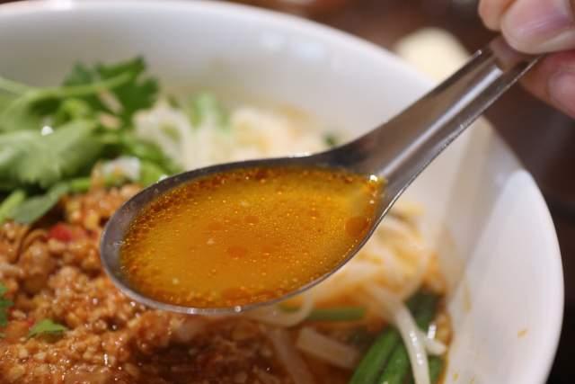 ラオスのカオソーイのスープ