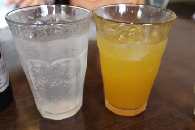 皇庭餃子房のライチ酒とマンゴージュース