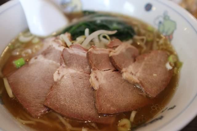 皇庭餃子房のチャーシュー麺