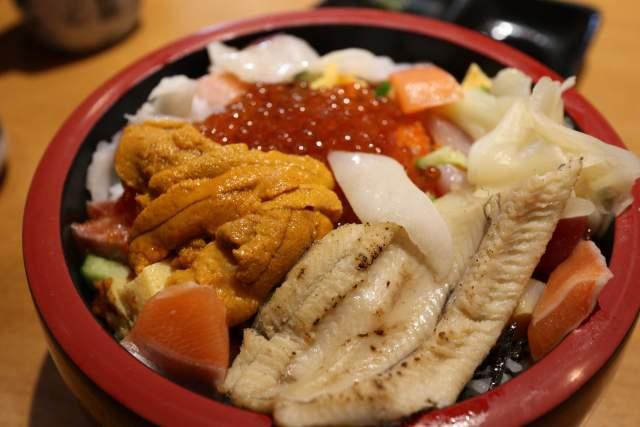 三友蓮の特上バラちらし寿司