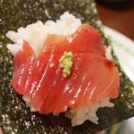 魚屋 長谷川商店の中トロで手巻き寿司