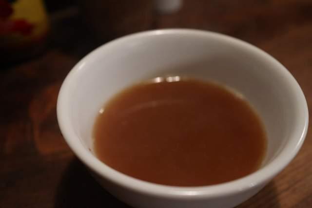 もちぶたラーメンの背あぶらーめん納豆のスープ