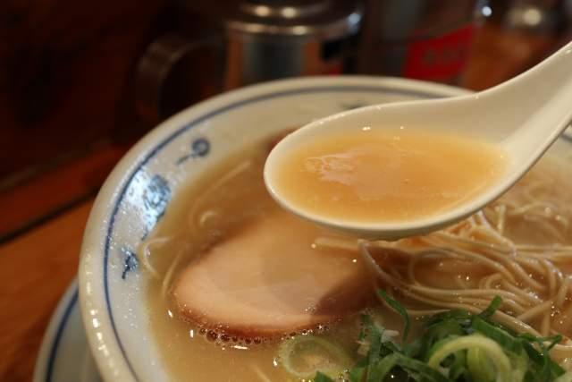らーめん英の豚骨ラーメン スープ