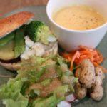 カフェ&ベーグル ウララカのベーグルサンドとスープのセット