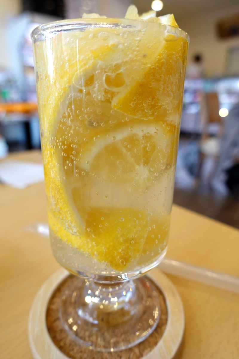 パーラーシシドのレモンスカッシュ&いちごパフェ
