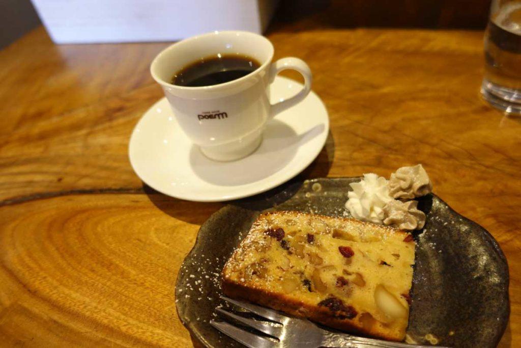 カフェドマラのコーヒーとデザート