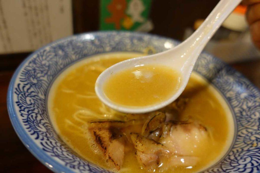 ようすけの鶏味噌バターラーメンのスープ