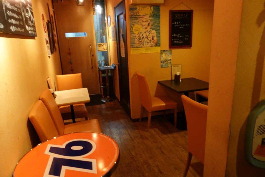 ブルーイのテーブル席