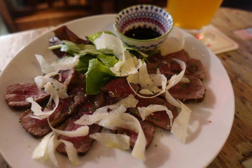 アグリオの牛肉のタリアータ