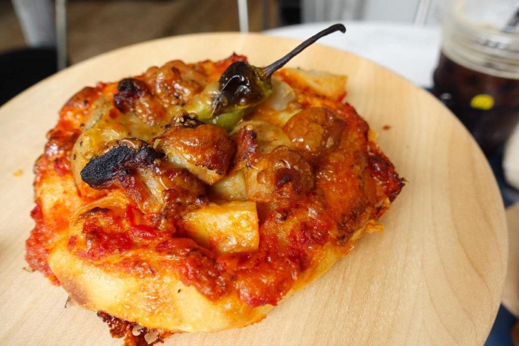 ファイブスターズの炭火焼チキンピザ