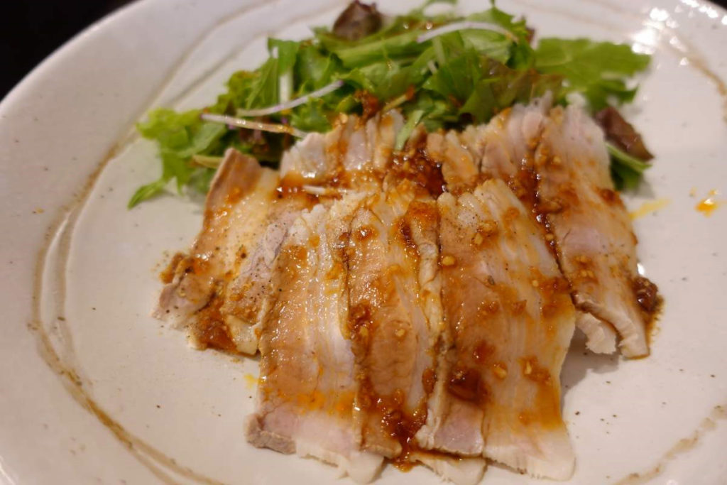Kigaruの豚バラ肉のニンニクソース丼