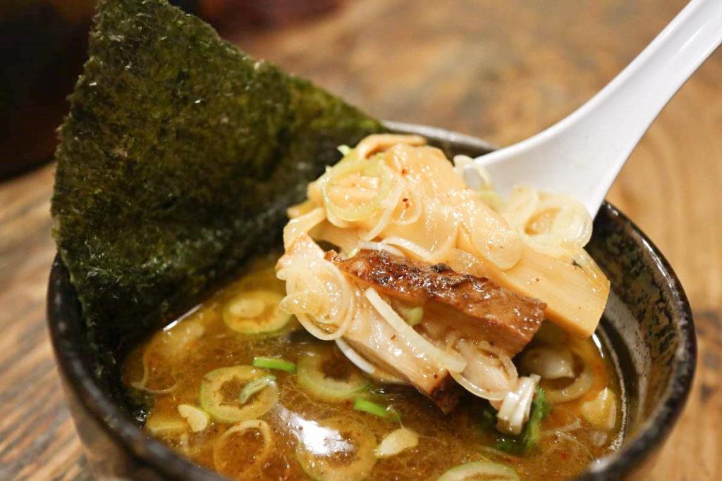 麵屋すが田のつけ麺スープの具材
