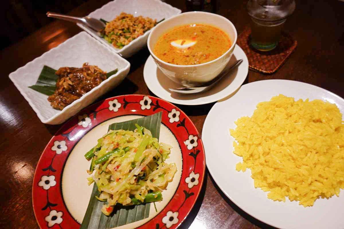 ブンガブランの夕食