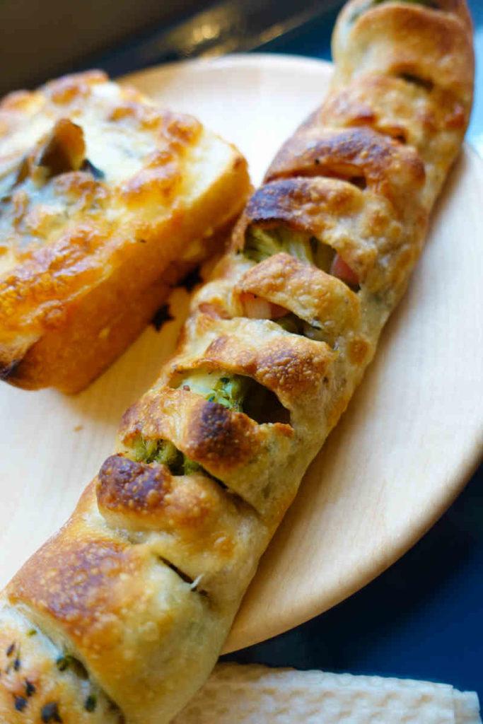ブロッコリーとベーコンのフランスパン