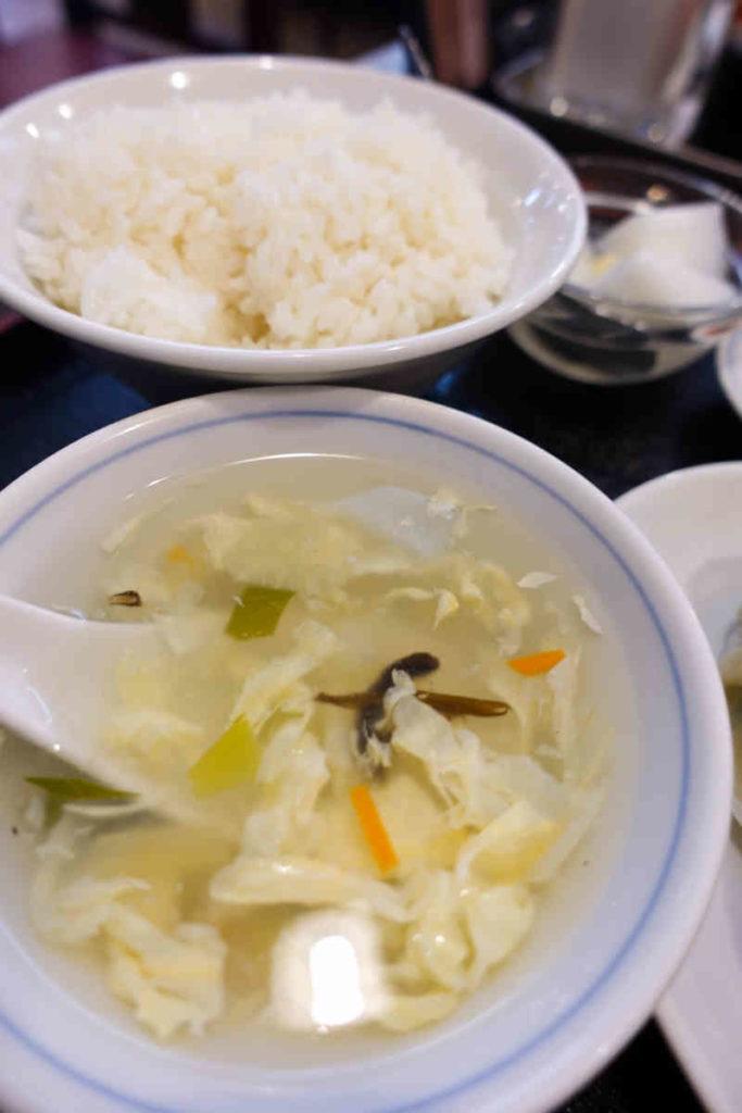 定食のライスとスープ