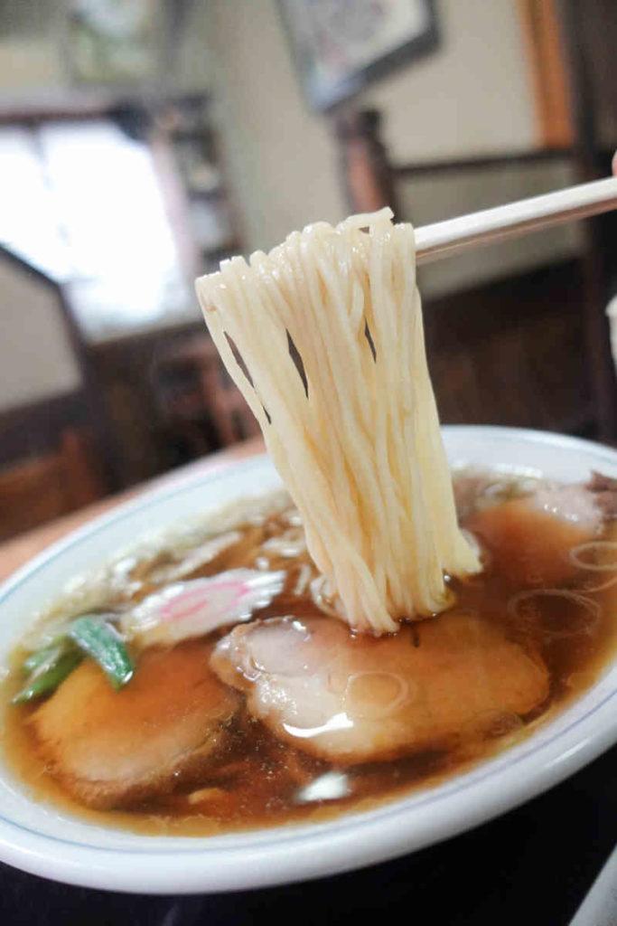 松月庵のチャーシュー麺 麺リフト