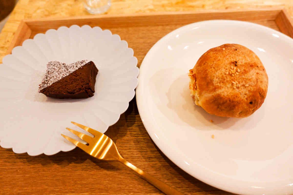ガトーショコラと胡椒餅