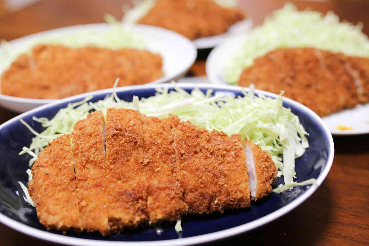 肉と惣菜の堀田の大きなロースかつ
