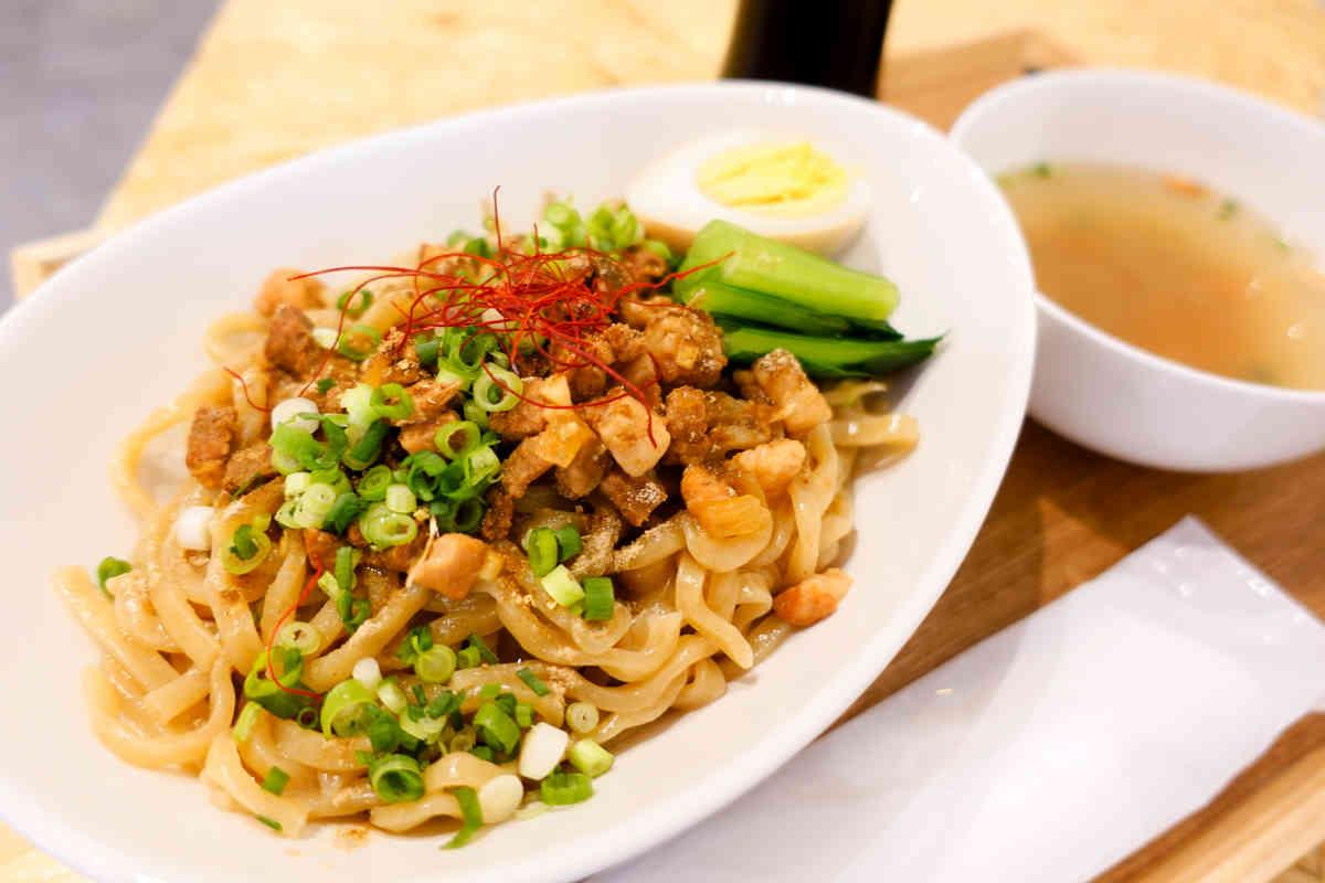 台湾カフェ美麗(MEILI)の『台湾まぜそば』はルーローとモチモチ麺の相性が抜群