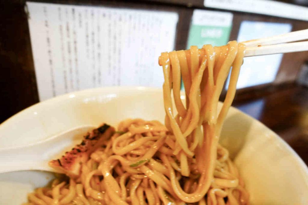 キムチ納豆まぜそばの麺