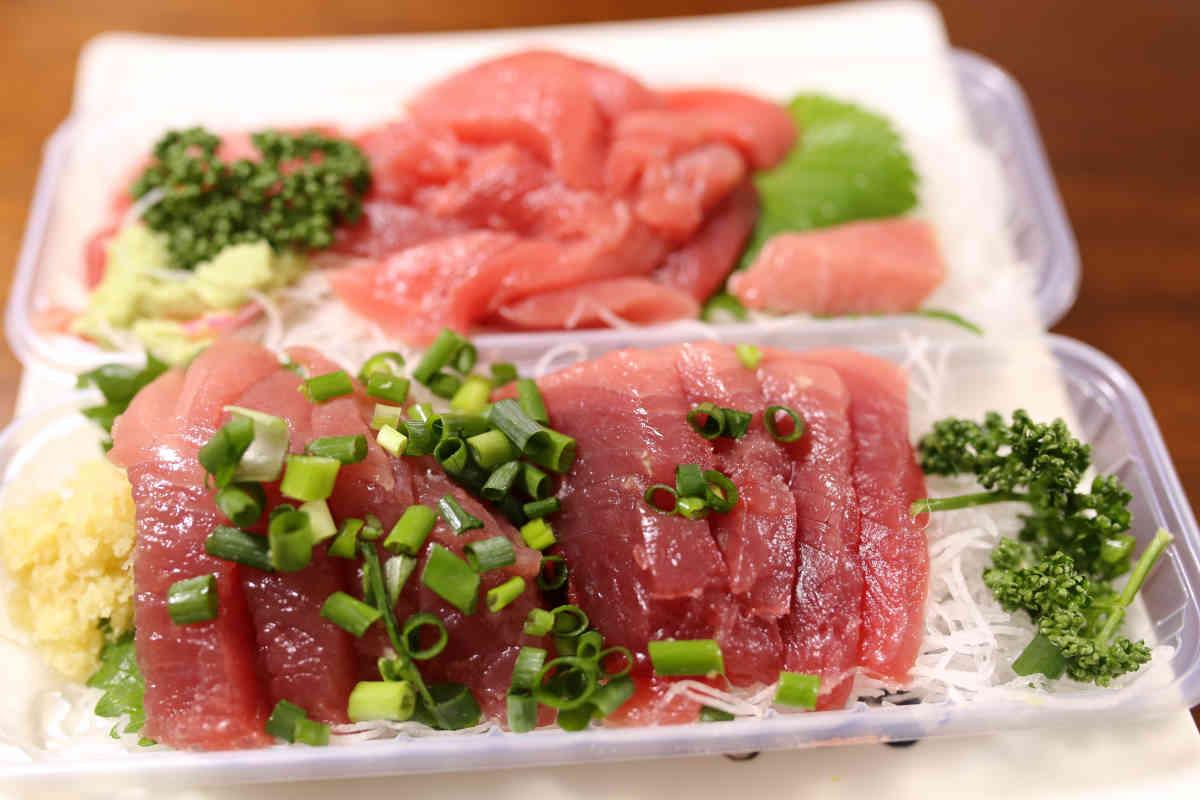 魚屋 前田商店のカツオとマグロの刺身が安くて美味しい