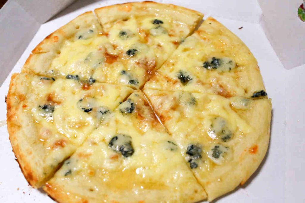 ゴルゴンゾーラと蜂蜜のピザ ビアンコ