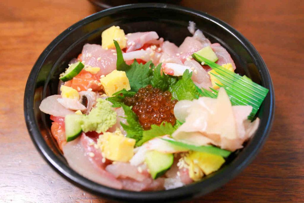 鮨すえひろの海鮮バラちらし