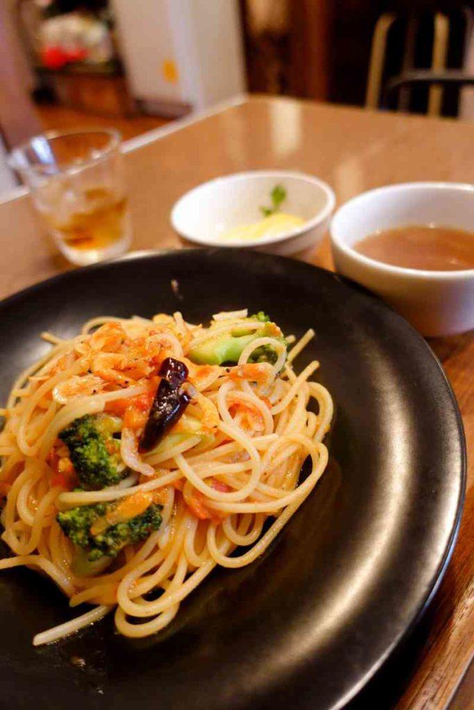 桜海老とブロッコリーのトマトソースパスタ