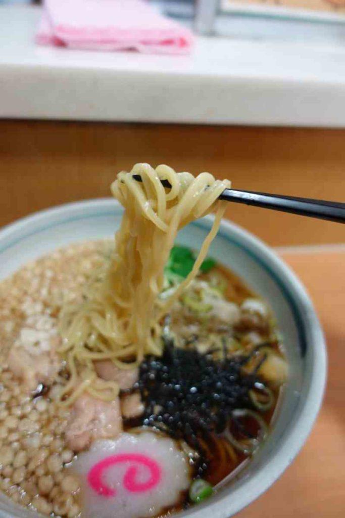 鳥中華の中華麺